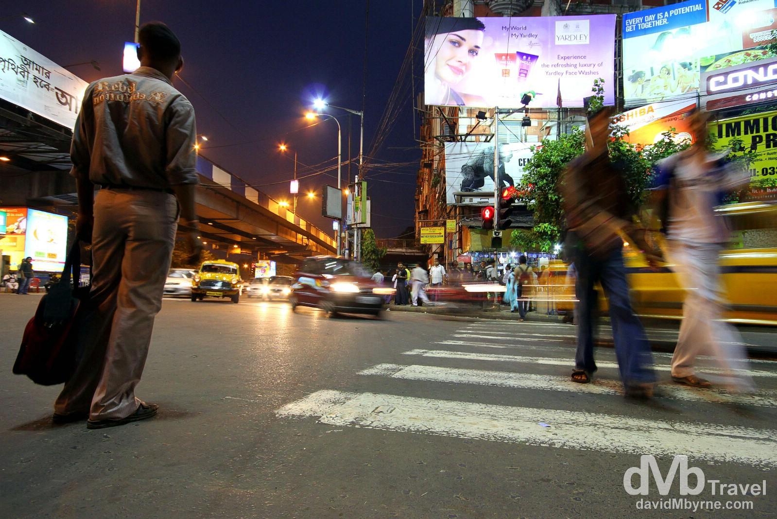 Activity at a junction on Àshutosh Mukherjee Road, Kolkata (Calcutta), West Bengal, India. October 16th 2012.