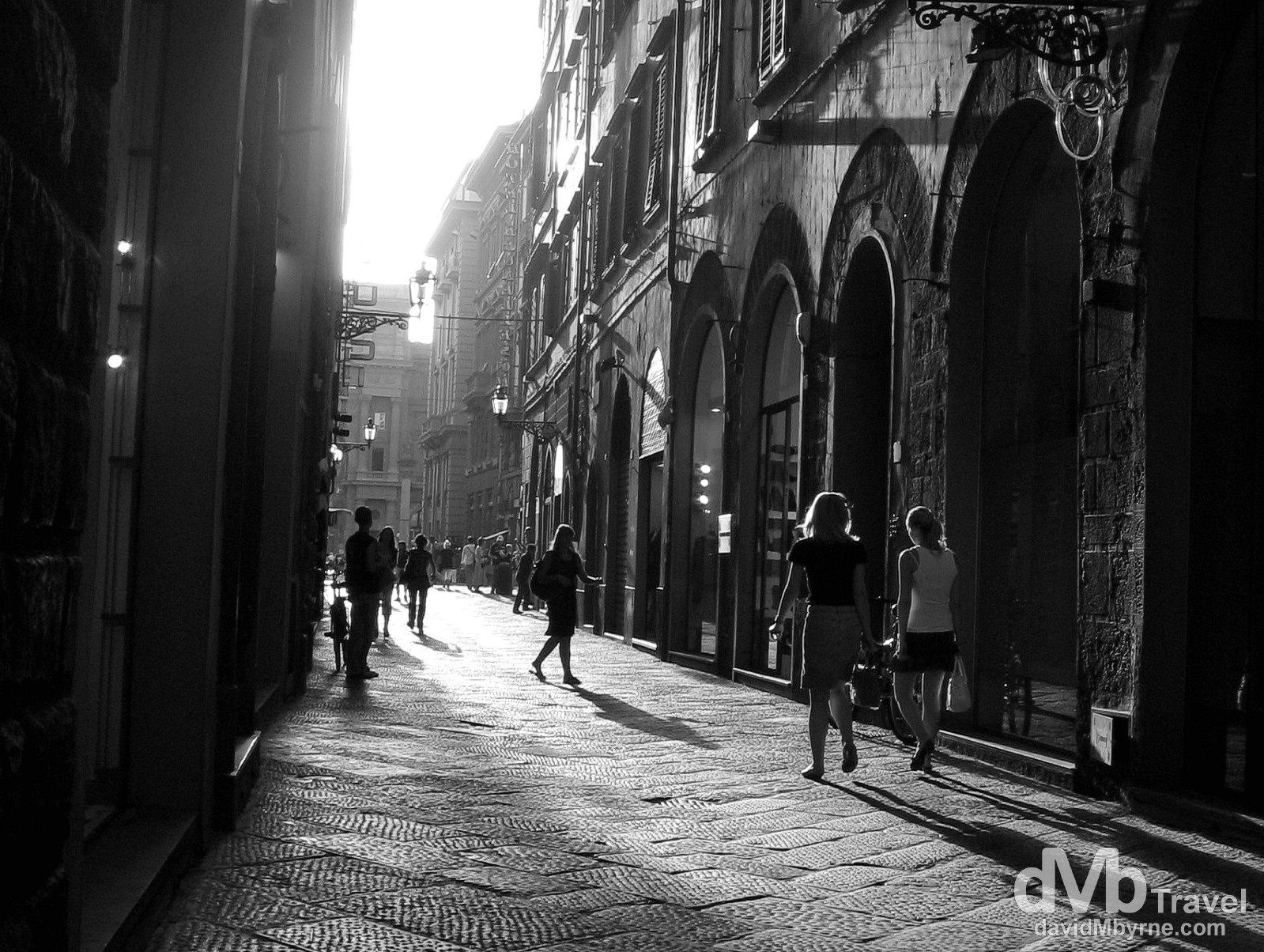 Late evening sunlight in a narrow lane off Piazza della Repubilica, Florence, Italy. August 28th 2007.