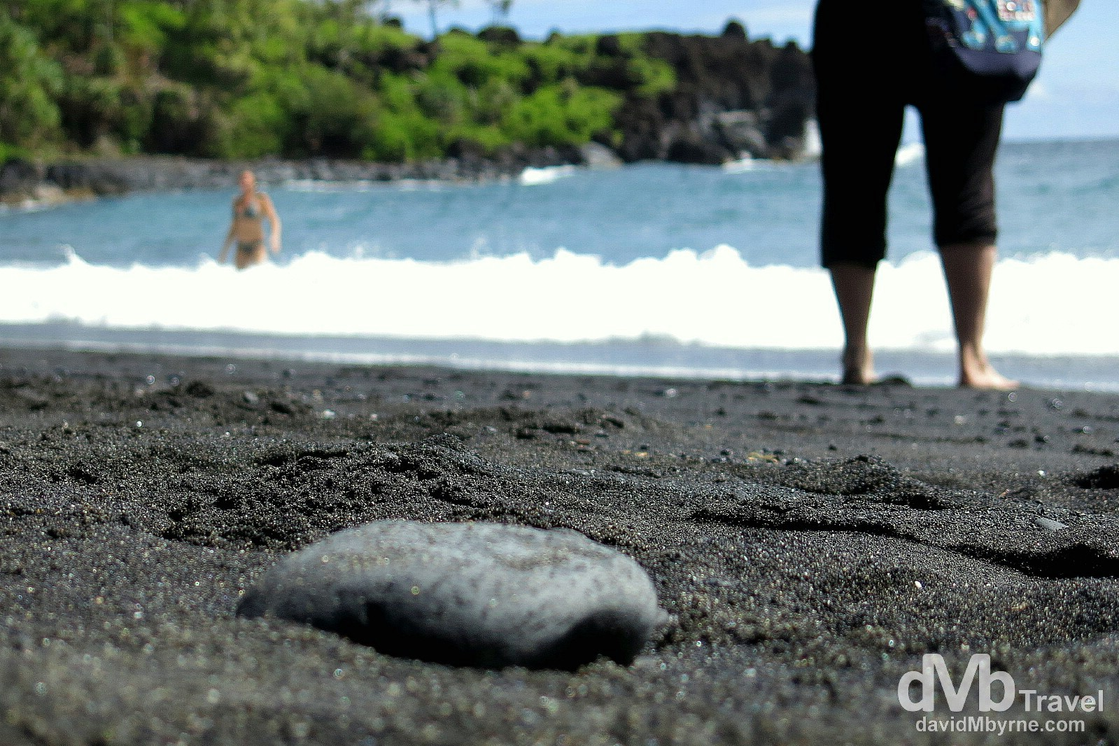 Waianapanapa Black Sand Beach in eastern Maui, a stop on Valley Isle Excursion's 'Road To Hana' tour. Maui, Hawaii, USA. March 7th 2103.
