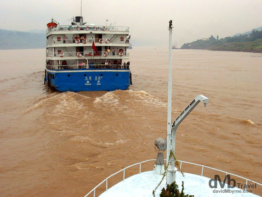 Going downstream on the Yangtze River in central China. September 26th, 2004.