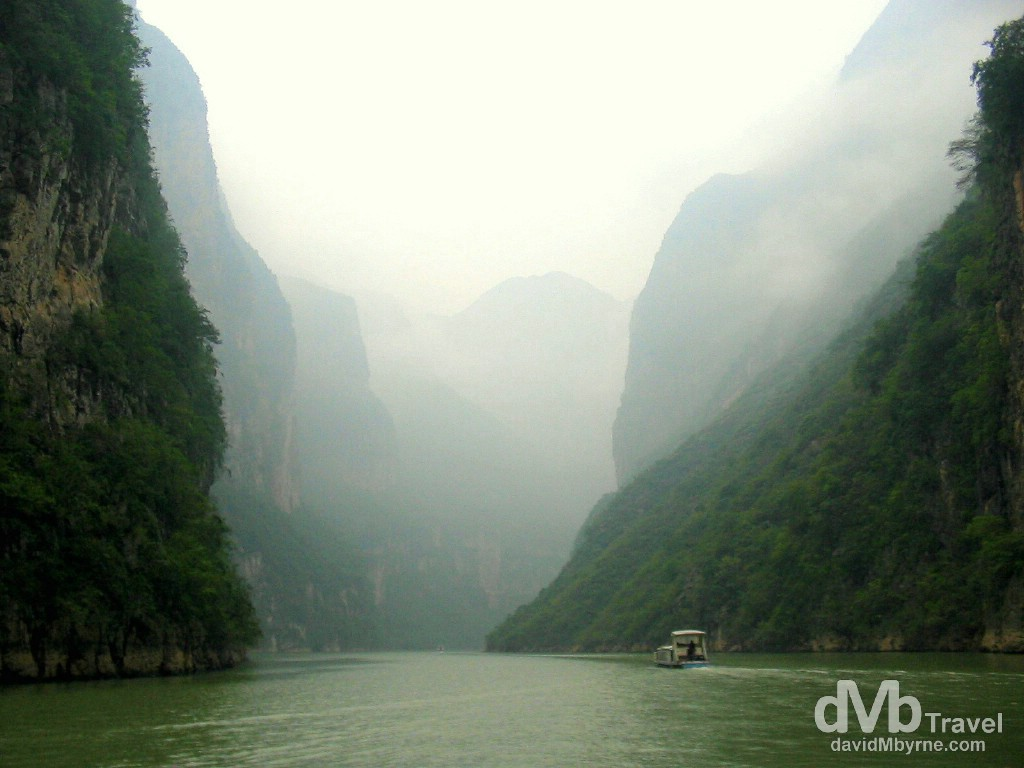 Entering the aptly named Misty Gorge of the Three Little Gorges of the Daning River of the Yangtze River, Wushan, central China. September 27th, 2004.