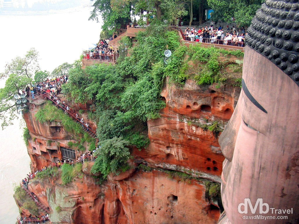 Crowds snaking around Dafo, aka The Giant Buddha, overlooking the confluence of the Minjiang, Dadu & Qingyi Rivers in Leshan, Sichuan province, China. September 20th, 2004.