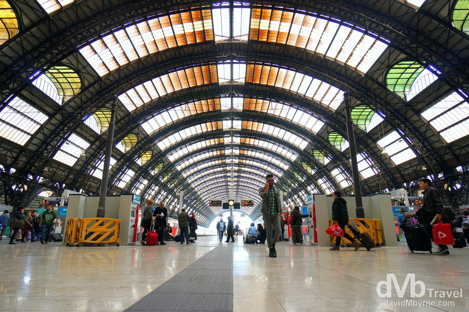 Milano Centrale - wide-angle territory. Milan, Lombardy, northern Italy. March 16th, 2013 (NEX-5r || SEL10-20mm || 10mm, 1/60sec, f/4.5, iso100)