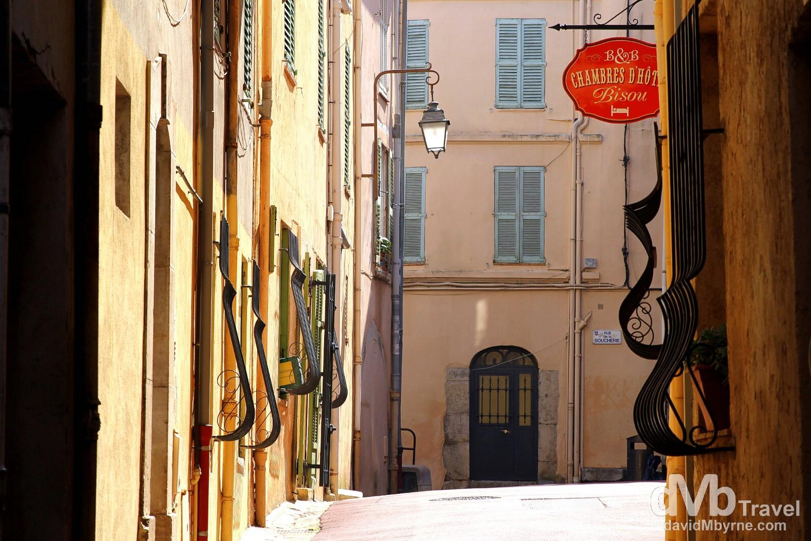 Petite Rue St. Antoine, Le Suquet, Cannes, Côte d'Azur, France. March 15th, 2014.