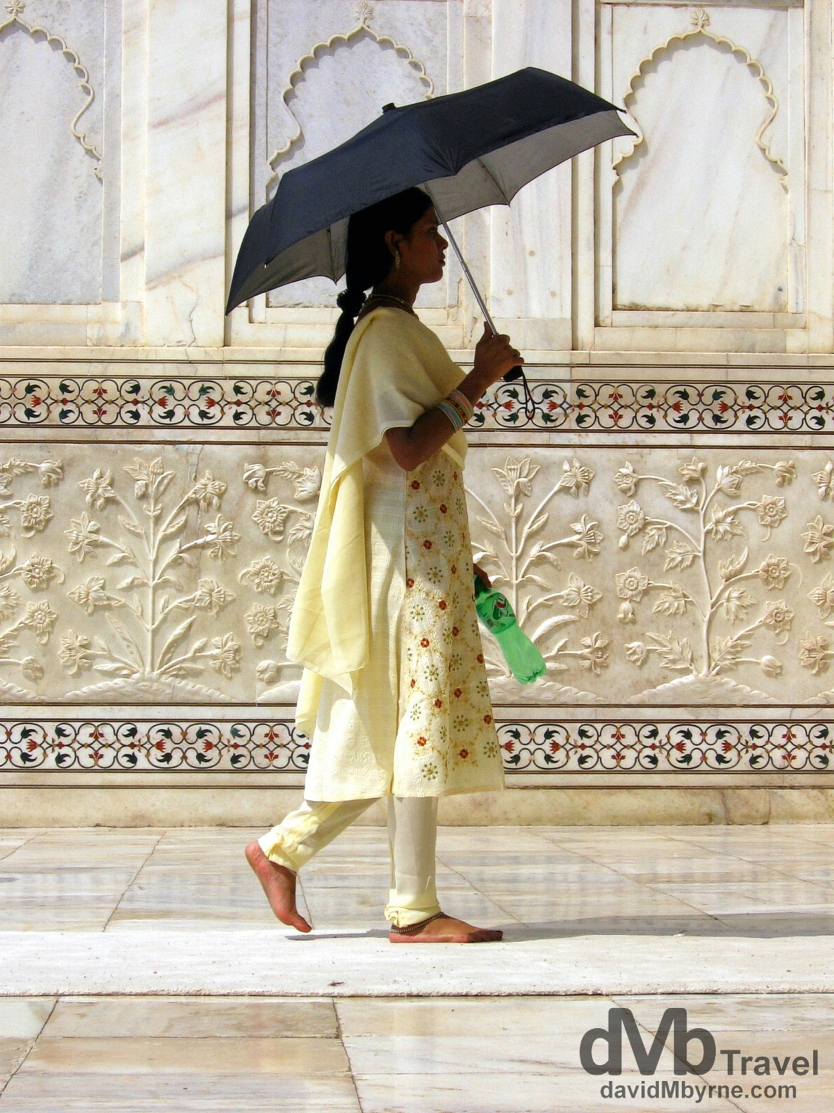 Entering the central chamber of the Taj Mahal, Agra, Uttar Pradesh, India. March 25, 2008.