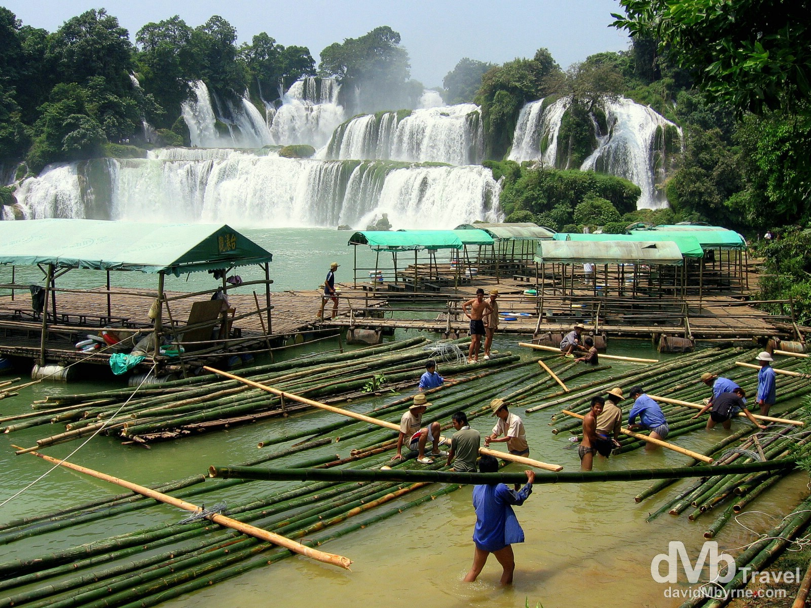 Workers at the Detian falls straddling the China-Vietnam border, near Shuolong, southwest China. September 1, 2005.