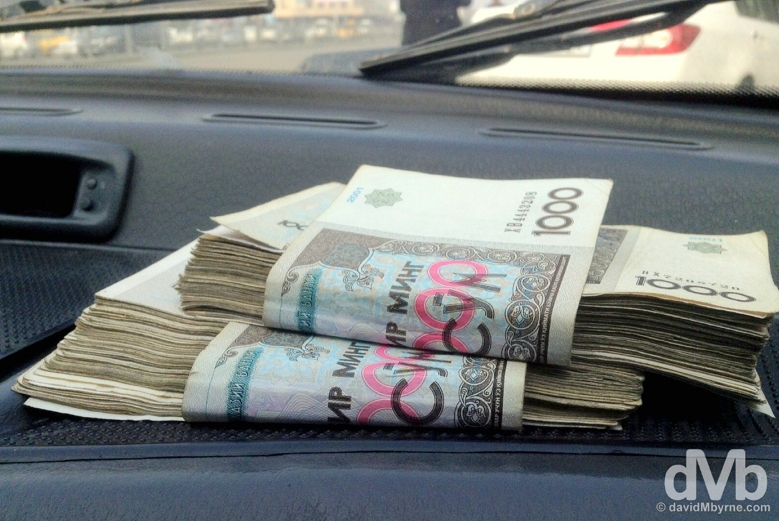 191 1,000 Uzbek som notes/bills equals a whole USD$50. Best have large pockets when you visit Uzbekistan. Andijon, Uzbekistan. March 4, 2015.