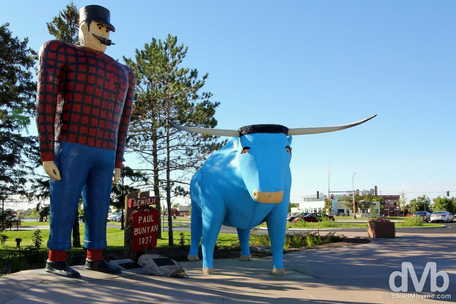The Paul Bunyan & Babe the Blue Ox statue in Paul Bunyam Park on the shores of Lake Bemidji, Bemidji, northern Minnesota, USA. August 31, 2016.