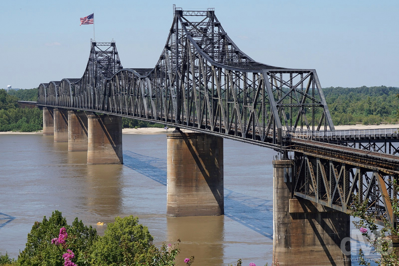 The Old Vicksburg Bridge, also known as Mississippi River Bridge, spanning the Mississippi River in between Delta, Louisiana and Vicksburg, Mississippi, USA. September 20, 2016.