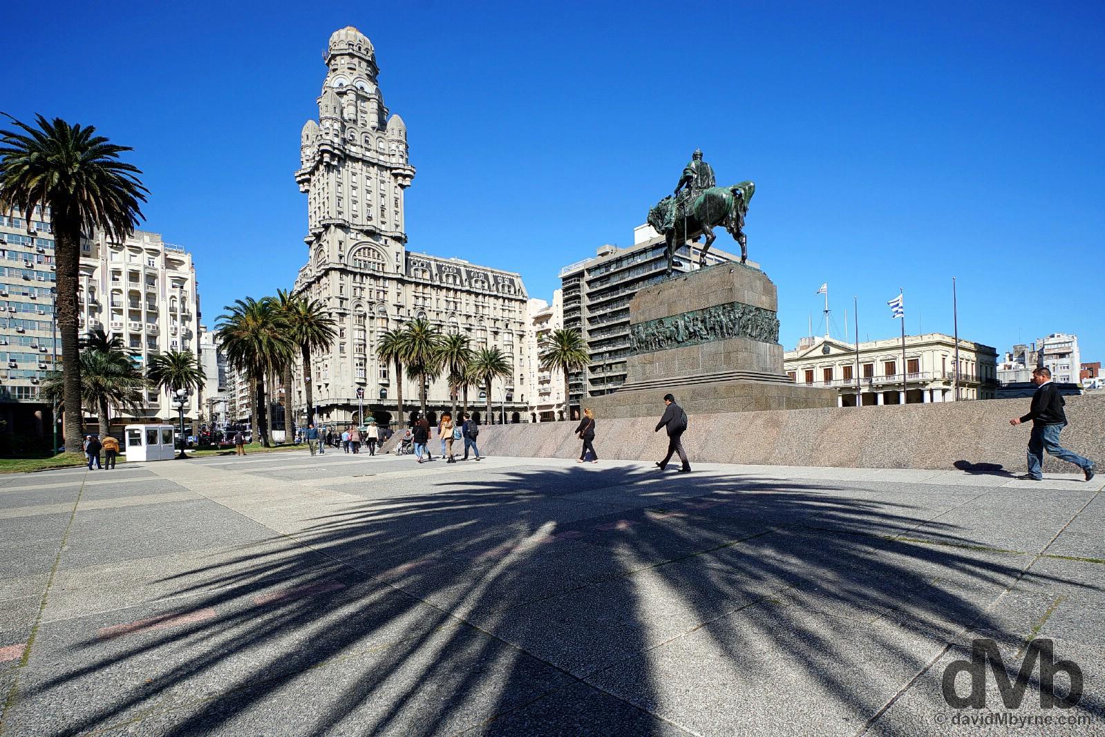 Plaza Independencia in Montevideo, Uruguay. September 18, 2015.