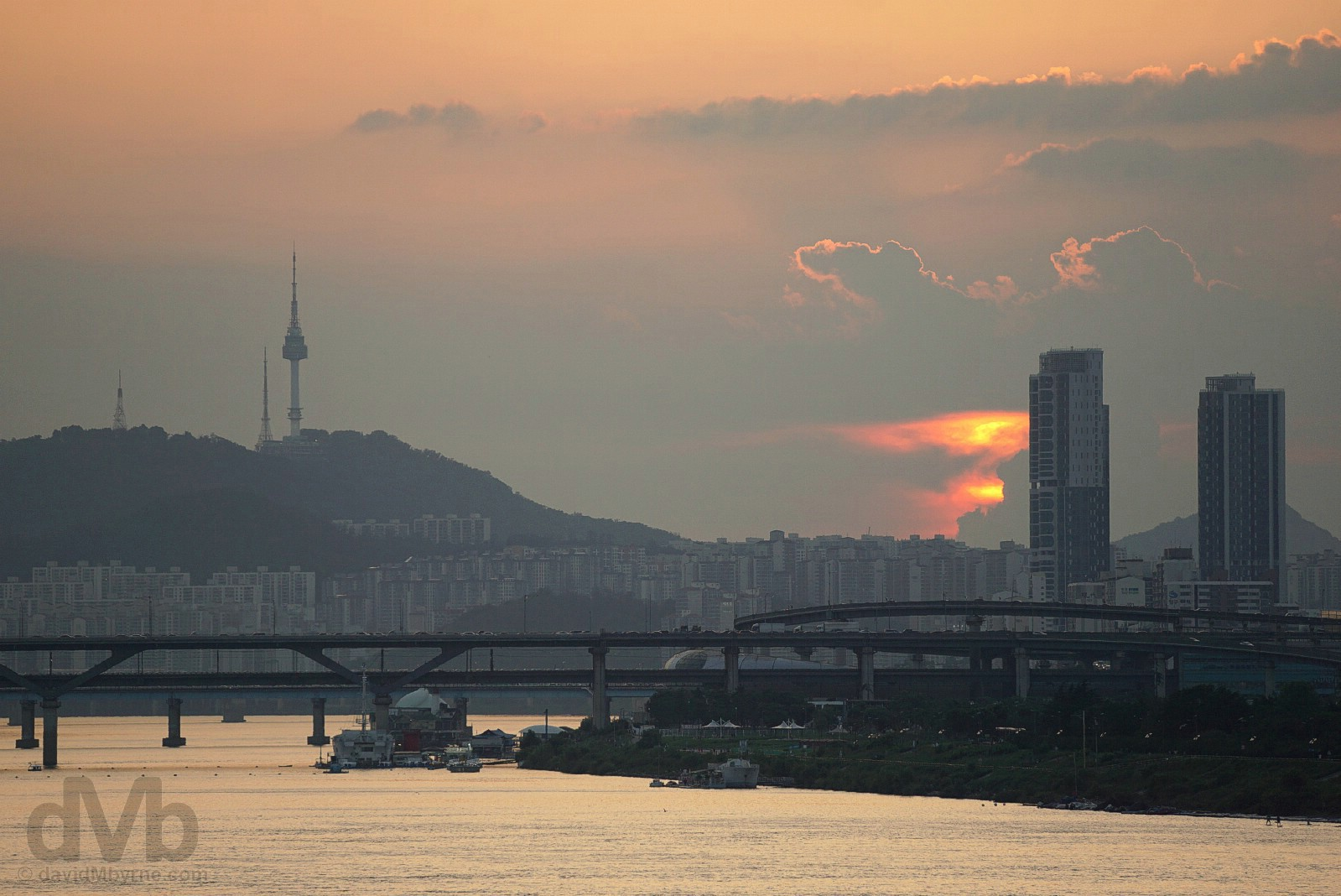 A dying sunset as seen from the Jamsil Bridge over the Han River in Seoul, South Korea. July 25, 2017.
